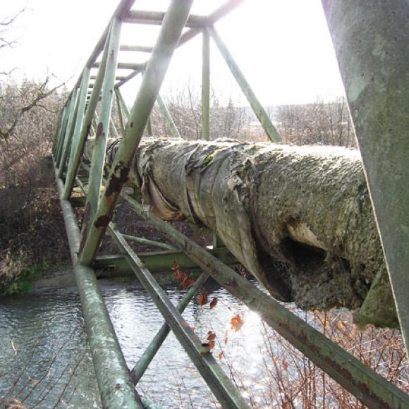 pipeline footbridges - before renewal of anticorrosion protection