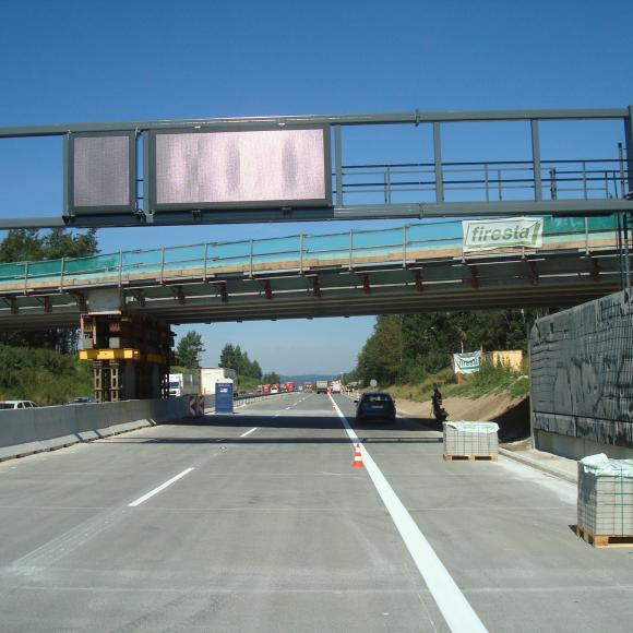 Modernization D1 – section 15 – Portal of trafic signs